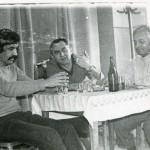 У Кафани код Ике, седе, са леве на десну,: Атанацковић Светозар Бата Икин (Термомонт), Мирко Ђорђевић професор, Грујин Јован, наставник, фотографија око 1975 године.