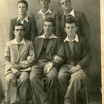 Група момака, годишта од 1929 до 1930 и неке, са леве на десну, стоје: Катанић Илија, Мандић Рада, Грујић Жика ( Зубача ), седе: Мишкелић Тоша, Марић Ива, Арсенијевић Жика ( Пурђа ).