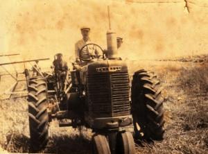 Фотографије пољских радова и машина