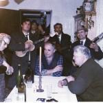 1992.свечари часне вериге код воје ћирковића,свира банда драге јовановића_resize