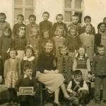 Генерација ђака рођених 1946 године. У првом разреду. Са учитељицом Мандић Цветом, фотографија из 1953 године.