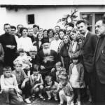 Крштење ћерке свештеника Славољуба Гавриловића, мале Радмиле ( седи у крилу једном свештенику ). Поред њих седи, тадашњи сремски владика Макарије Ђорђевић. Фотографија из 1968. Године.