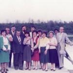 Прослава 25 година мале матуре, генерација рођена 1946 године, са наставником Милинковић Живаном, на језеру Борковац у Руми, 26. 5. 1986. године. Са леве на десну: Крста, Миле, Мира, Никола, Прерад, наставник Жика, Миленко, Ружица, Љубиша, Мирјана, Татјана, Живка, Живка, Милош, Здравко.