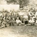 Чета војника Краљевине Југославије – касарна у Бежанији, 1933/34 година. У првом реду, други с лева, седи, Ђорђе Живановић Змај.