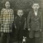 Млада генерација породице Змајевих, са леве на десну, Споменка, рођена 1934, Илија, рођен 1939, Цвеја, рођен 1932.